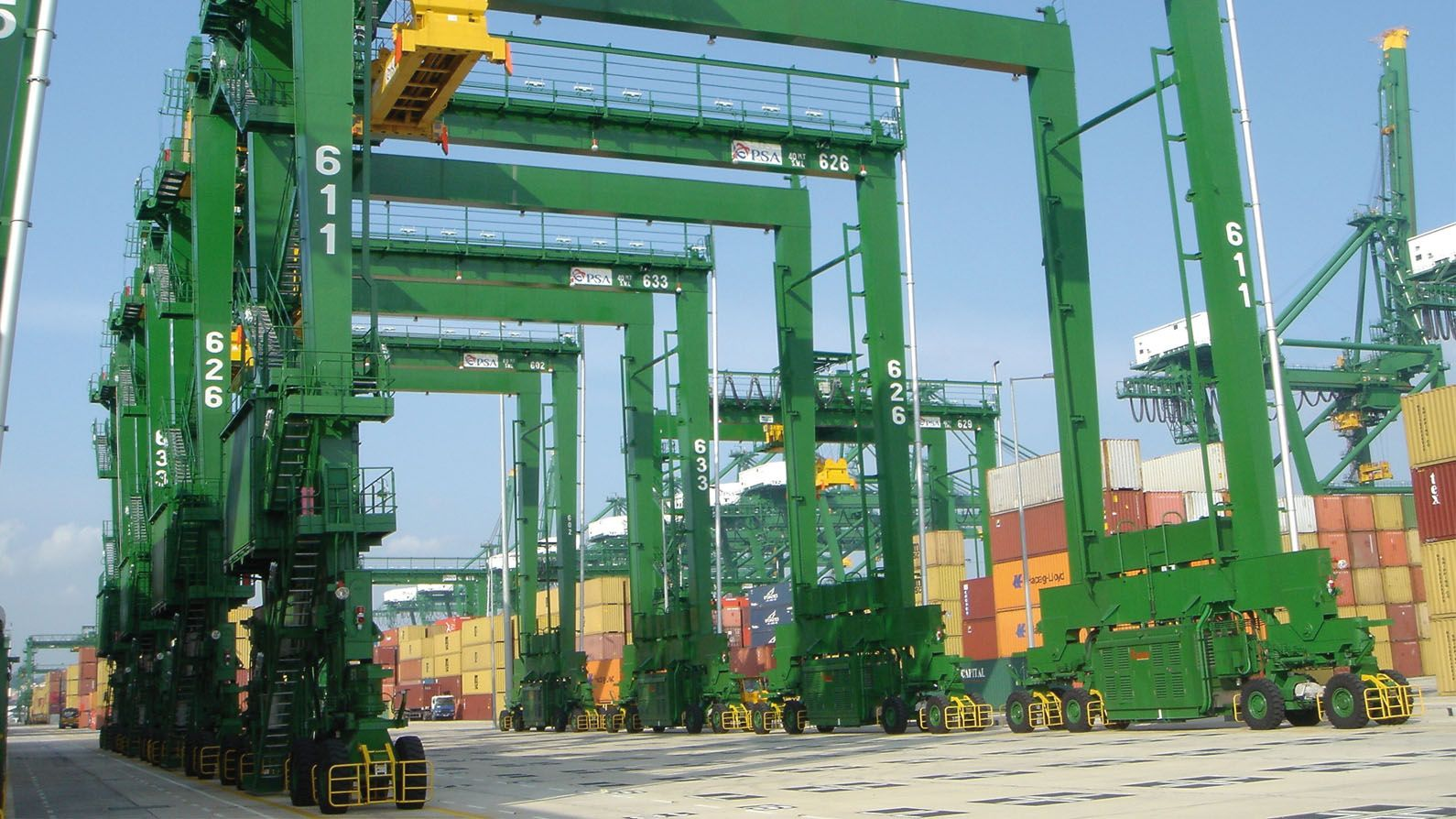 Port of Ningbo, China - Ship-To-Shore (STS) cranes